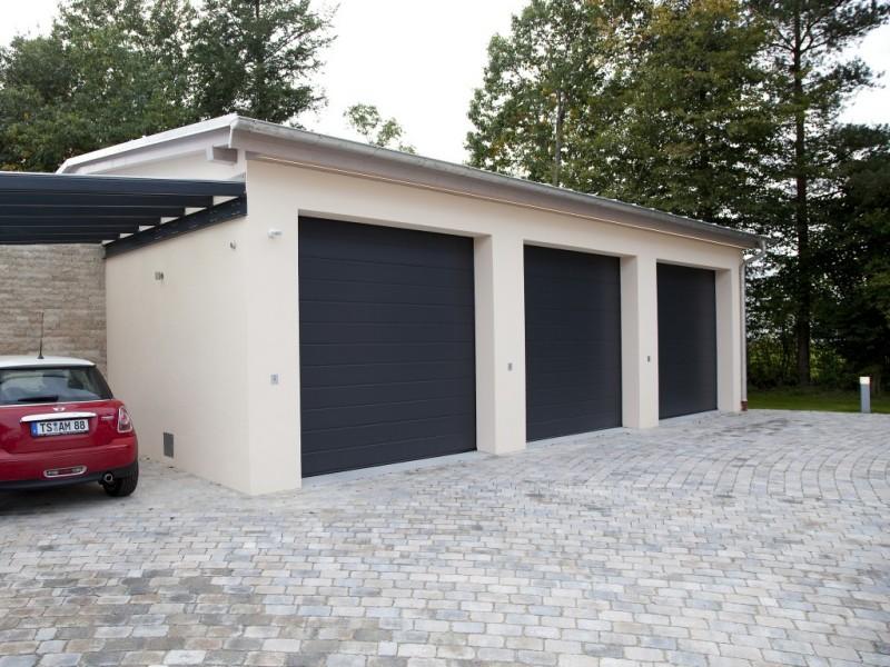 3-fach Garage mit Außenanlagen