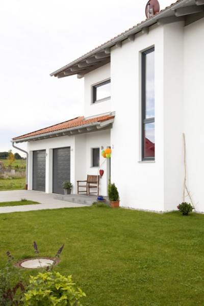 Modernes Einfamilienhaus mit Doppelgarage