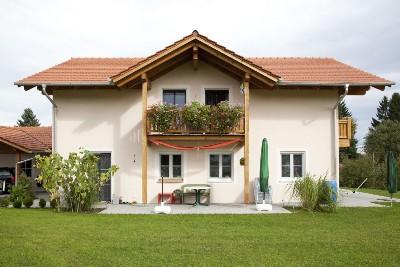 Wohnhaus mit Giebelbalkon