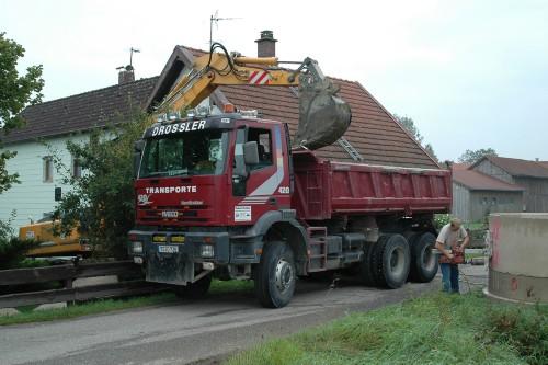 LKW für Abtransport der Erde 2